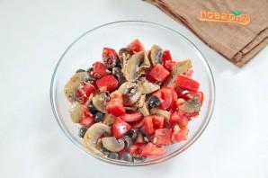 Рулетики с томатами и грибами - фото шаг 5