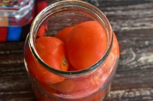 Соленые помидоры с чесноком и хреном - фото шаг 3