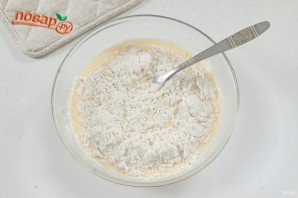 Куриная печень в сметанно-чесночном кляре - фото шаг 4