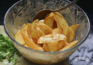 Хрустящая жареная картошка с медом и специями - фото шаг 2