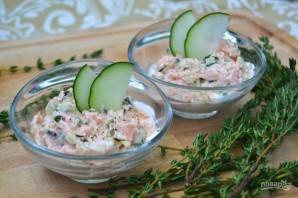 Салат с копченой рыбкой - фото шаг 5