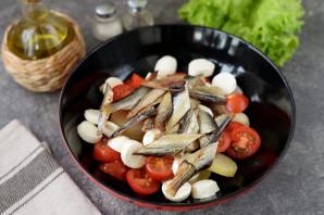 Салат с копченой салакой - фото шаг 6