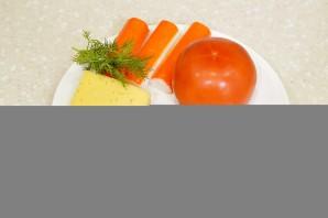 Салат с крабовыми палочками, помидорами и сыром - фото шаг 1