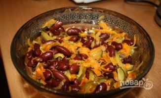 Салат из фасоли с соленым огурцом - фото шаг 3