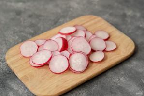Салат с маринованной редиской - фото шаг 2