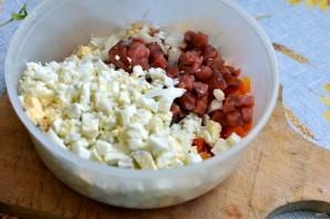 Салат с морковью и копченой горбушей - фото шаг 2