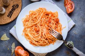 Спагетти с томатами в собственном соку