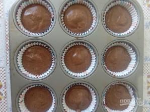 """Кексы шоколадные """"Шапка Деда Мороза"""" - фото шаг 3"""