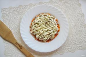 Салат с консервированной горбушей и грибами - фото шаг 7
