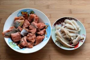 Рыба, запеченная в сметане с морковью - фото шаг 1