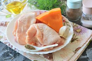 Куриные бедра с тыквой в духовке - фото шаг 1