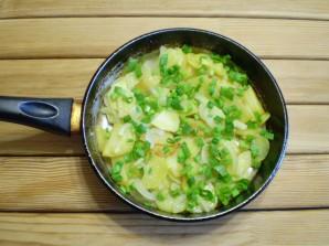 Жареная картошка с луком - фото шаг 8