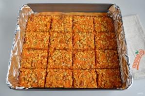 Морковные квадратики с курагой, семечками и овсяными хлопьями - фото шаг 5
