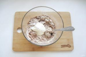 Шоколадный торт с черносливом и орехами - фото шаг 8