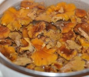 Суп с лисичками со сливками - фото шаг 1
