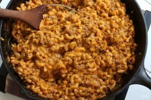 Макароны с фаршем и сыром в соусе - фото шаг 9