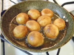 Пышки на кефире, жаренные на сковороде - фото шаг 7