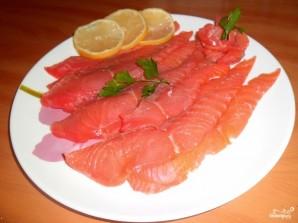 Блины с красной рыбой и огурцом - фото шаг 3