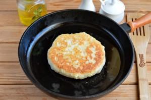 Сырные лепешки с разными начинками - фото шаг 7