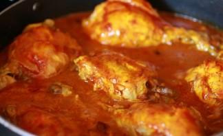 Куриные кусочки в томатном соусе - фото шаг 3