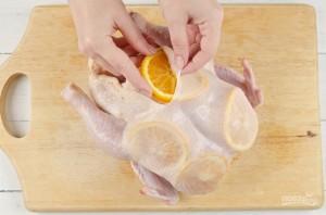 Курица, запеченная с апельсинами - фото шаг 2