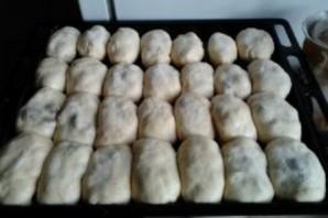 Пирожки с вишней на молоке - фото шаг 6