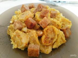 Яичные кнедли с картофелем и гренками - фото шаг 13