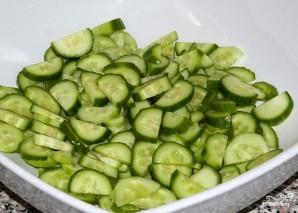 Греческий салат с креветками - фото шаг 3