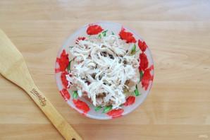 Салат с курицей и маринованными огурцами - фото шаг 4
