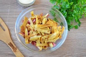Салат с блинами и копченой колбасой - фото шаг 3