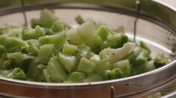 Крем-суп из брокколи с сыром - фото шаг 1