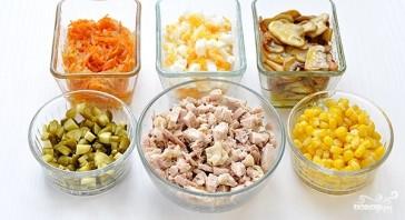 Салат из индейки с солеными огурцами - фото шаг 1