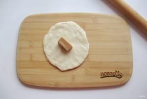Пирожки с конфетами - фото шаг 7