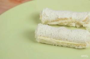 Хлебные рулетики с сыром - фото шаг 3