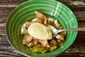 Салат с мясом и солеными огурцами - фото шаг 9