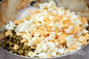 Салат с мидиями в масле - фото шаг 2