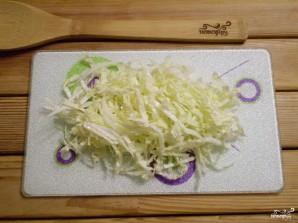 Салат с крабовыми палочками и кукурузой - фото шаг 3