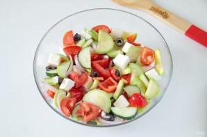 Греческий салат с цуккини и помидорами - фото шаг 9