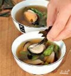 Прозрачный суп с мидиями - фото шаг 3