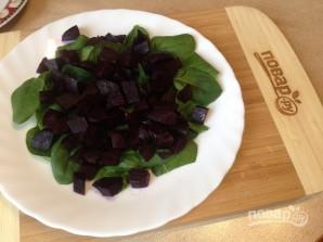 Салат из свеклы с яблоками и шпинатом - фото шаг 2