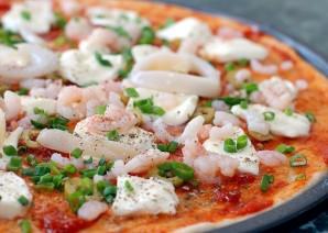 Пицца с кальмарами - фото шаг 6