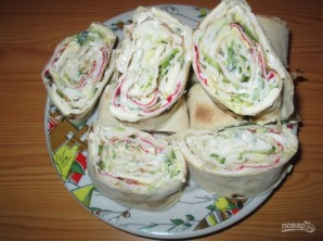 Рулеты из лаваша с плавленым сыром - фото шаг 4