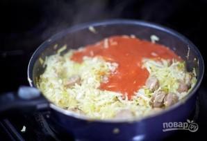 Тушеная капуста с колбасой - фото шаг 5