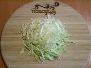 Капустный салат с майонезом - фото шаг 2