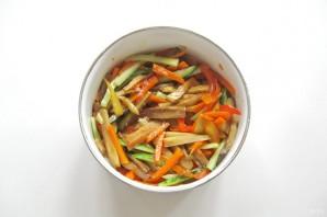 Салат из баклажанов и огурцов - фото шаг 9