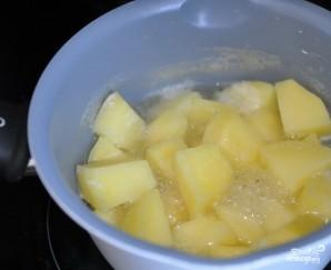 Картофельные гнезда с фаршем - фото шаг 1