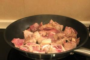 Свинина с овощами на сковороде - фото шаг 7