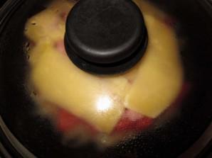 Картофельная пицца с колбасой на сковороде - фото шаг 7