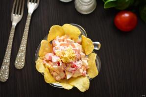 Салат с чипсами, крабовыми палочками и помидорами - фото шаг 7