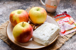 Запеченные яблоки с творогом и корицей